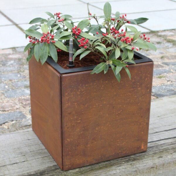 Land Modern kvadratisk 40 x 40 cm plantekumme i corten med vandingsindsats