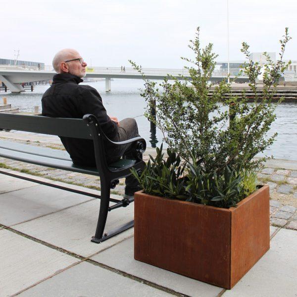 Land Modern 60 x 60 cm plantekumme ved københavnerbænk