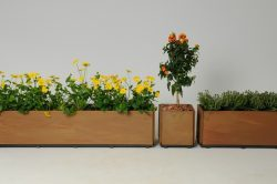 blomsterkasser til balkonen i rust