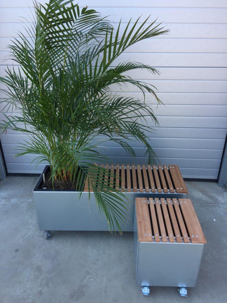Land Modern plantekummer med ny bænk i demomodel