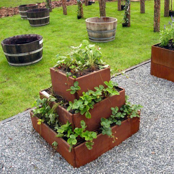 Pyramide til planter som fx jordbær fra Land Højbede