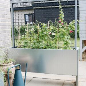 Land Modern Slim smal plantekasse med espalier fra Land Højbede til læ og afskærmning på terrassen
