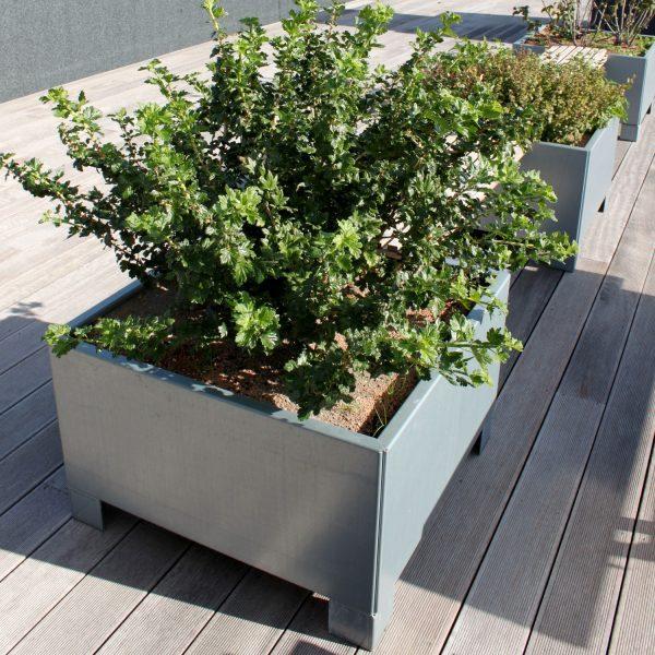 Land Modern kvadratisk plantekasse med ben fra Land Højbede på stor tagterrasse